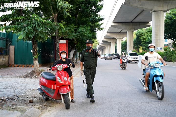 Ảnh: Tổ 'cơ động mạnh' đón lõng, bắt hàng loạt xe quay đầu né chốt ở Hà Nội - 6