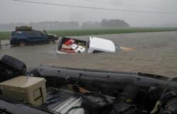 Mỹ bắt 5 kẻ lợi dụng bão Florence để cướp cửa hàng