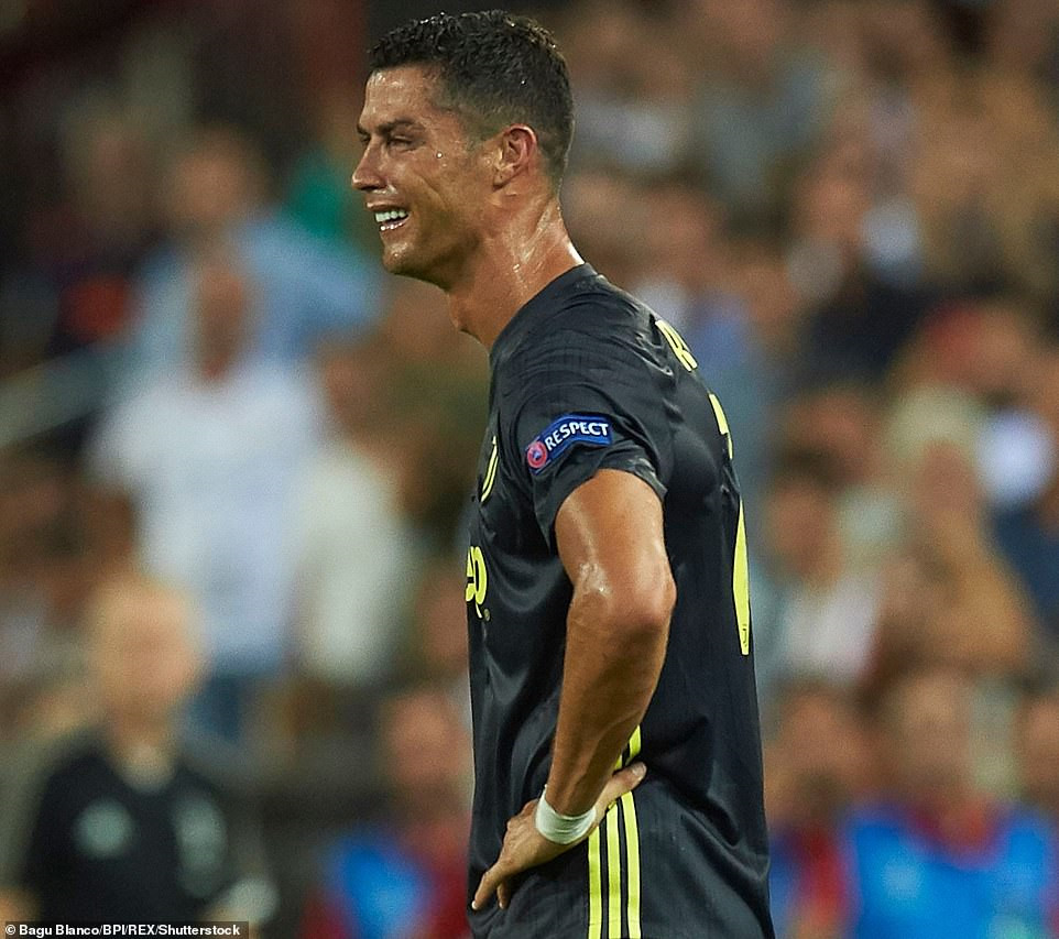ronaldo noi gi khi nhan the do o champions league