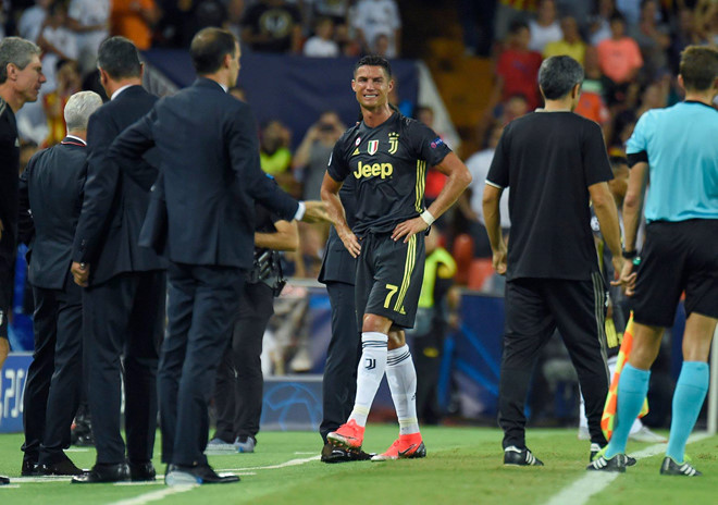 ronaldo roi nuoc mat sau the do dau tien o champions league