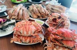 an buffet hai san thu tui nilon mang ve chuc con ghe 15kg be be