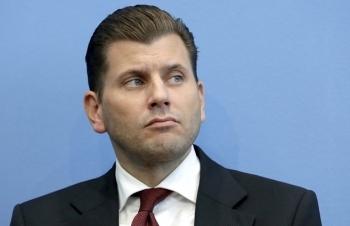Quan chức Đức bị sa thải vì muốn