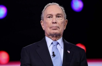 Bloomberg chi 4 triệu USD đầu tiên giúp Biden