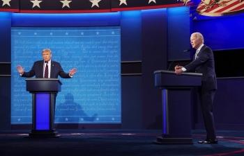 Cuộc tranh luận giữa Donald Trump và Joe Biden căng thẳng nhưng không làm người Mỹ hài lòng