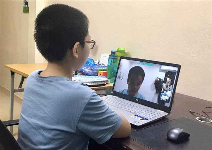 Học sinh lớp 1 ở Hà Nội học online từ ngày 13/9, tối đa 3 tiết mỗi ngày - 1