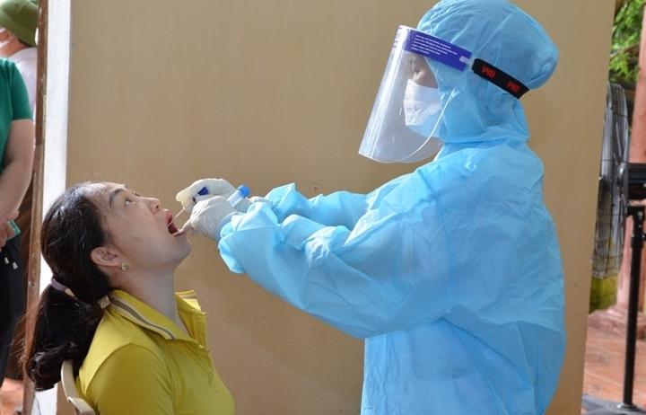Hà Nội thêm 13 ca dương tính SARS-CoV-2, một người chưa rõ nguồn lây