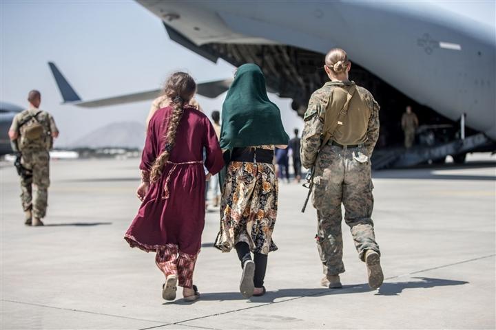 Phụ nữ Afghanistan đốt quần jean, chấp nhận sự cai trị của Taliban - 3