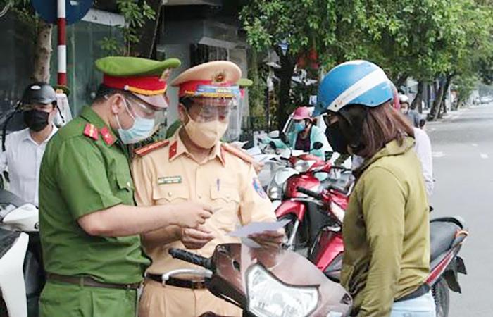 Hà Nội: Kiểm tra giấy đi đường ngày nghỉ lễ, lộ nhiều vi phạm