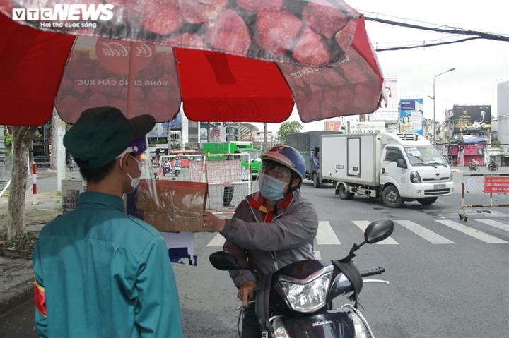 Công an TP.HCM sẽ quản lý người đi đường bằng mã QR thay giấy đi đường - 4