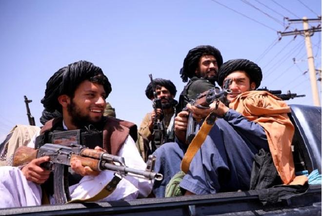 Taliban xả súng ăn mừng, 17 người thiệt mạng - 1