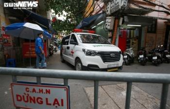 Ảnh: Hà Nội phong tỏa khu dân cư 800 người sau khi phát hiện 4 ca mắc COVID-19