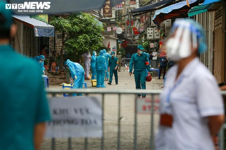 Ảnh: Hà Nội phong tỏa khu dân cư 800 người sau khi phát hiện 4 ca mắc COVID-19 - 9