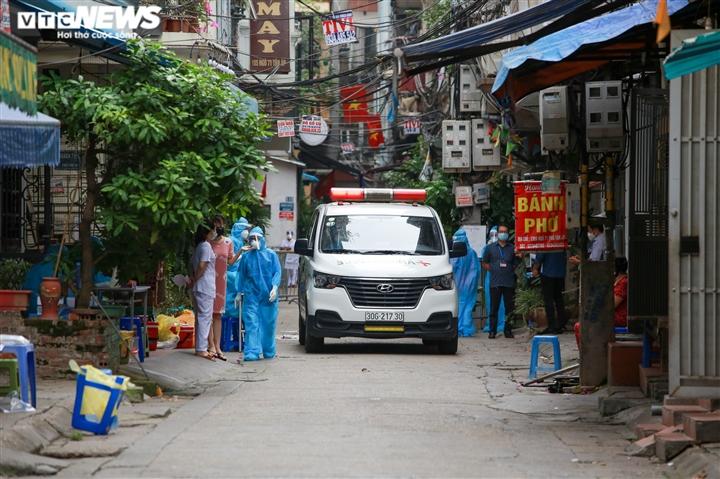 Ảnh: Hà Nội phong tỏa khu dân cư 800 người sau khi phát hiện 4 ca mắc COVID-19 - 3