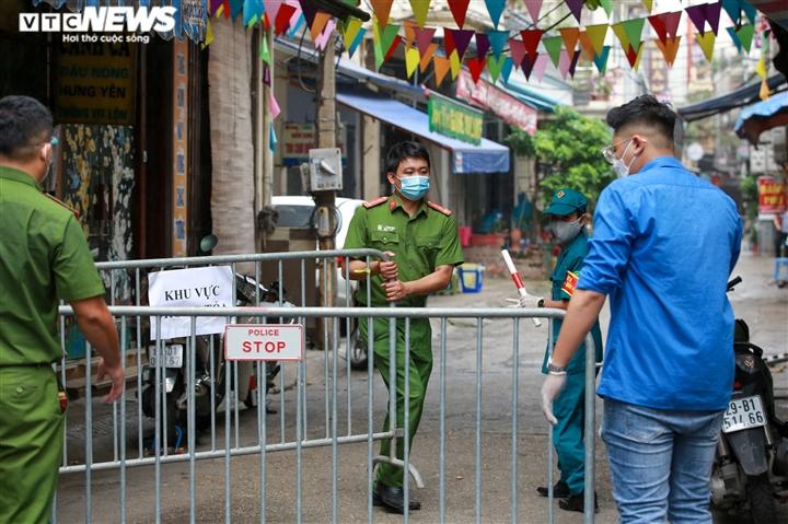 Ảnh: Hà Nội phong tỏa khu dân cư 800 người sau khi phát hiện 4 ca mắc COVID-19 - 2
