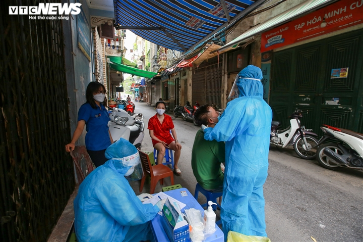 Ảnh: Hà Nội phong tỏa khu dân cư 800 người sau khi phát hiện 4 ca mắc COVID-19 - 6