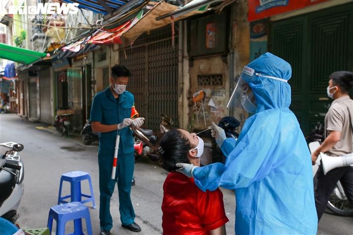 Ảnh: Hà Nội phong tỏa khu dân cư 800 người sau khi phát hiện 4 ca mắc COVID-19 - 7