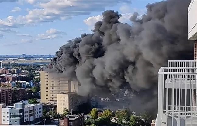 Ảnh: Cháy khủng khiếp tại bệnh viện ở Mỹ tạo cột khói đen cao ngút