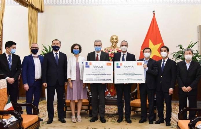 Việt Nam tiếp nhận 1,5 triệu liều vaccine COVID-19 từ Pháp và Italia