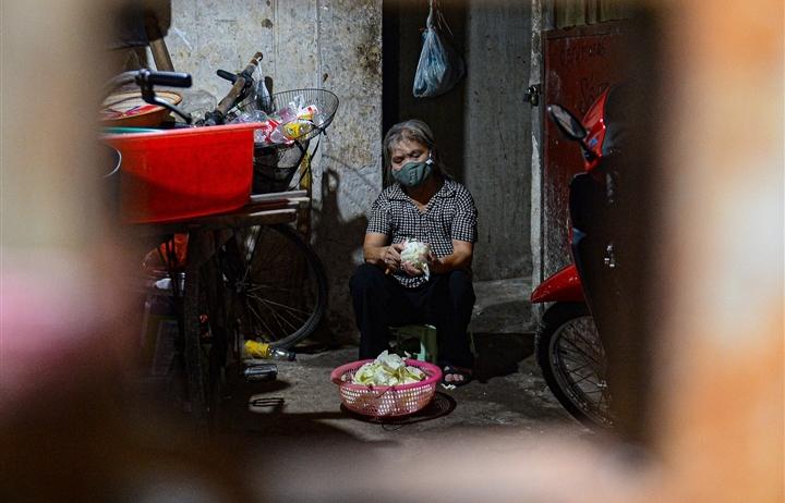 Ảnh: Xóm trọ nghèo bên bãi đất ven sông Hồng lao đao trong đại dịch COVID-19