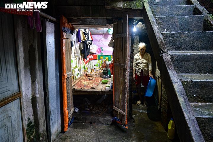 Ảnh: Xóm trọ nghèo bên bãi đất ven sông Hồng lao đao trong đại dịch COVID-19 - 12