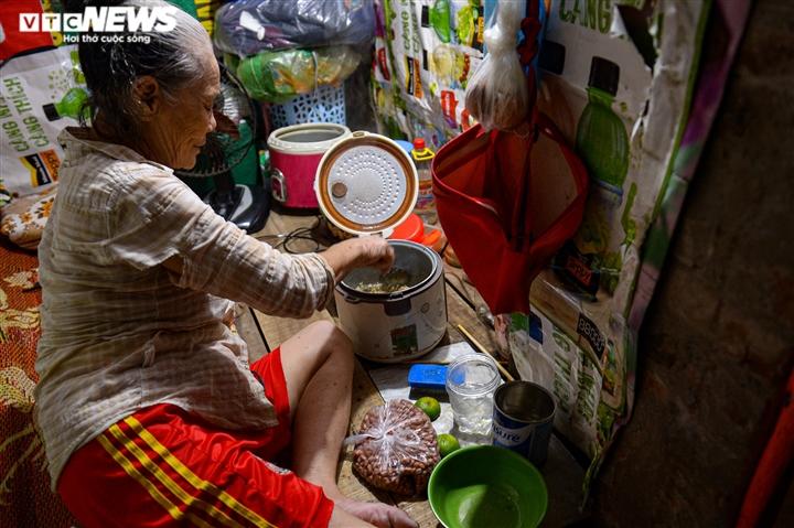 Ảnh: Xóm trọ nghèo bên bãi đất ven sông Hồng lao đao trong đại dịch COVID-19 - 15