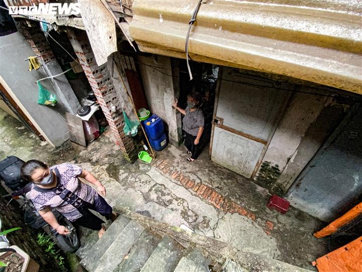 Ảnh: Xóm trọ nghèo bên bãi đất ven sông Hồng lao đao trong đại dịch COVID-19 - 16