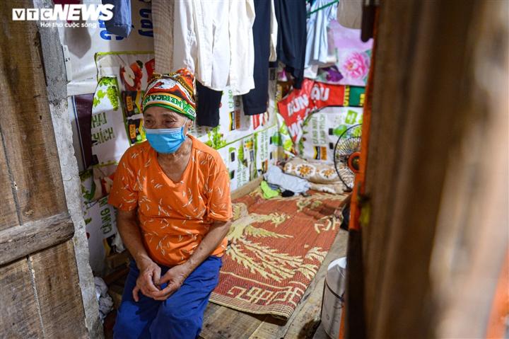 Ảnh: Xóm trọ nghèo bên bãi đất ven sông Hồng lao đao trong đại dịch COVID-19 - 13