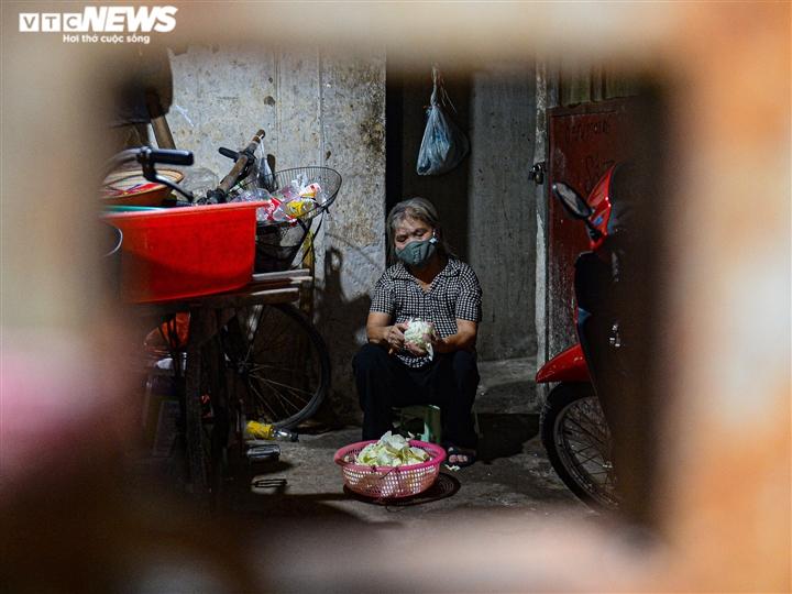 Ảnh: Xóm trọ nghèo bên bãi đất ven sông Hồng lao đao trong đại dịch COVID-19 - 2