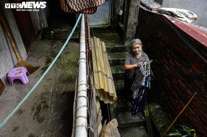 Ảnh: Xóm trọ nghèo bên bãi đất ven sông Hồng lao đao trong đại dịch COVID-19 - 5
