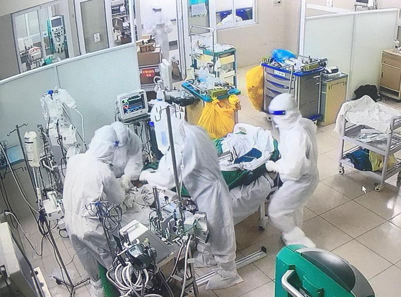"""""""Cuộc chiến"""" ở tầng điều trị bệnh nhân COVID-19 cao nhất của Hà Nội -0"""