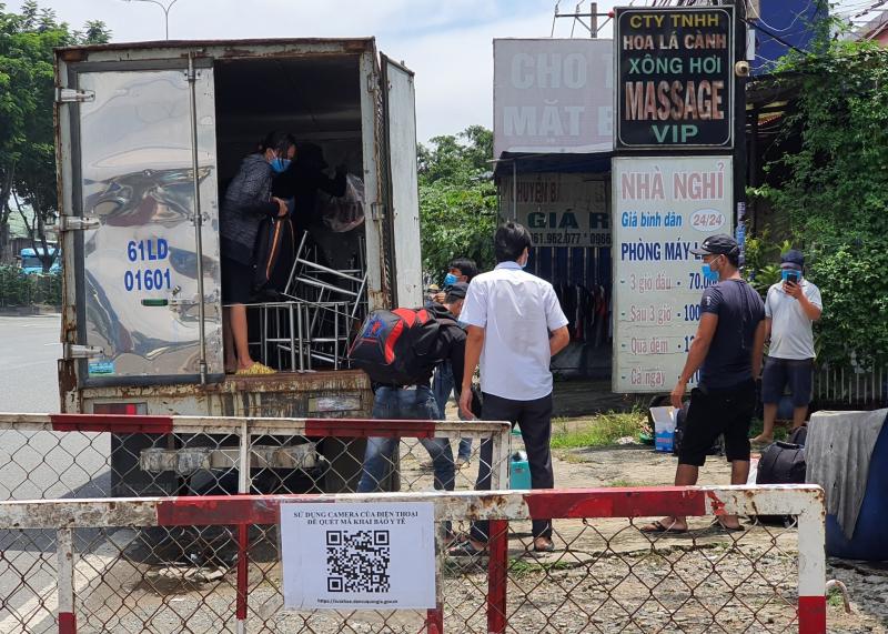 Chứa 6 F0 khỏi bệnh trong thùng xe tải có mã luồng xanh