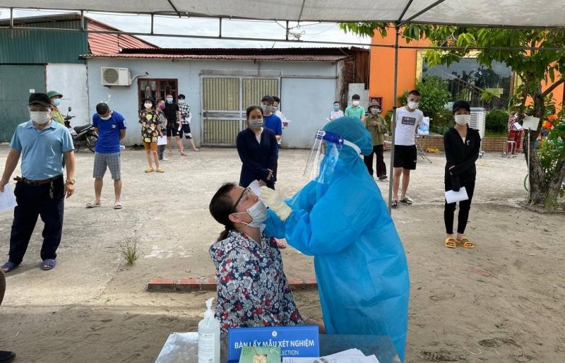 Thêm bé trai 1 tuổi dương tính liên quan đến ổ dịch ở quận Long Biên, Hà Nội