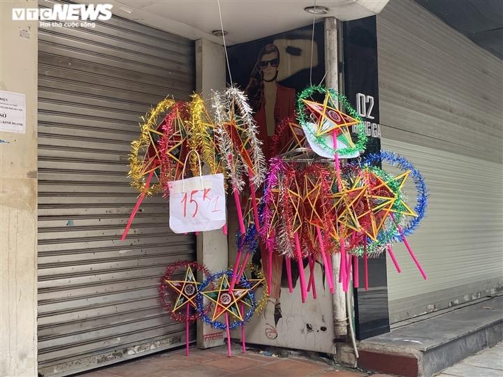 Cảnh bán đồ chơi trung thu lạ đời ở Hà Nội - 6