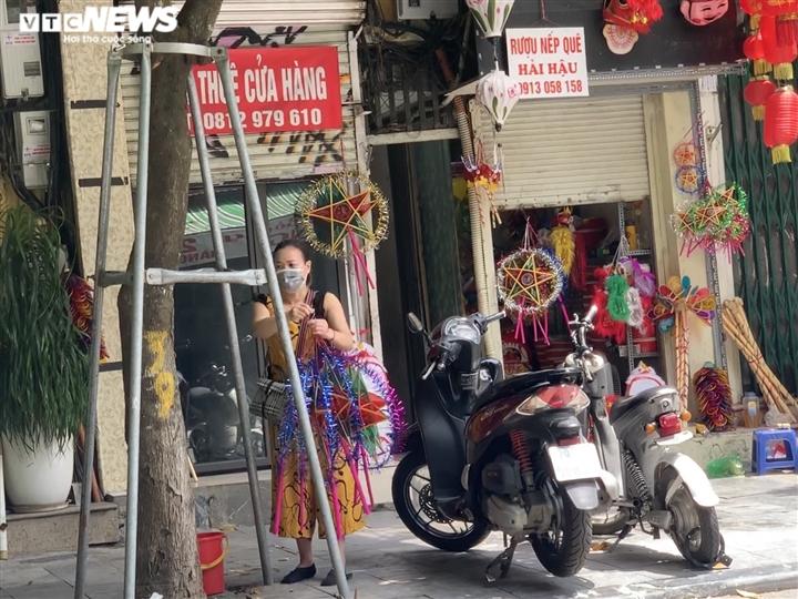 Cảnh bán đồ chơi trung thu lạ đời ở Hà Nội - 12