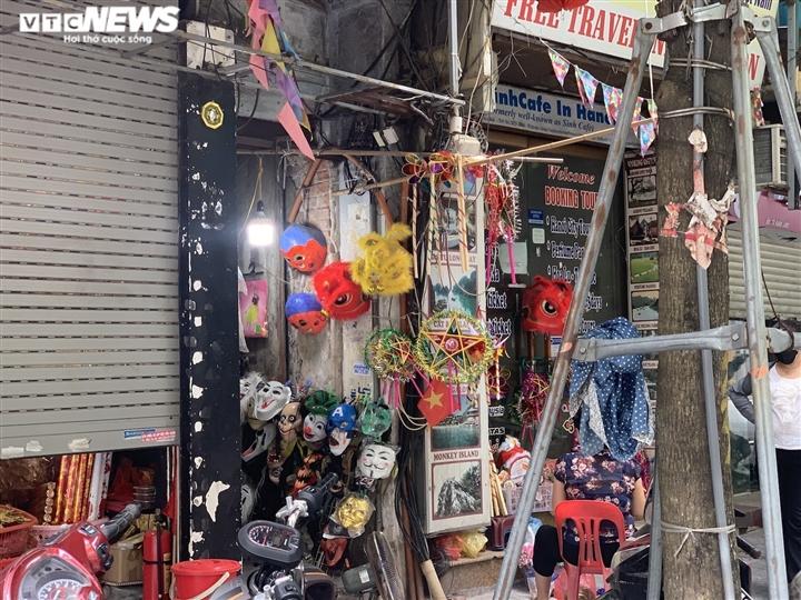 Cảnh bán đồ chơi trung thu lạ đời ở Hà Nội - 11