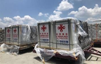 Trung Quốc gửi vaccine COVID-19 cho cả hai phe ở Myanmar
