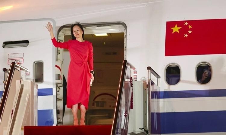 Bà Mạnh Vãn Chu khi đặt chân đến Thâm Quyến