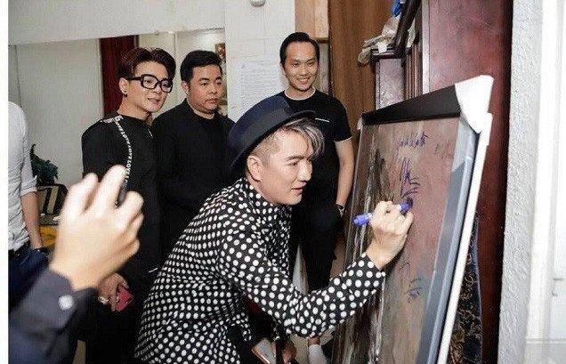 'Ký tên lên tranh là xong đời một tác phẩm nghệ thuật'