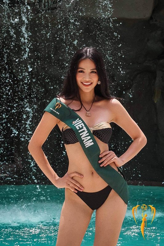 bong mat ngam phuong khanh mac bikini boc lua khoe vong 3 gan 1m