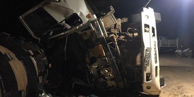Lật xe tải chở công nhân thủy điện, 3 người thương vong