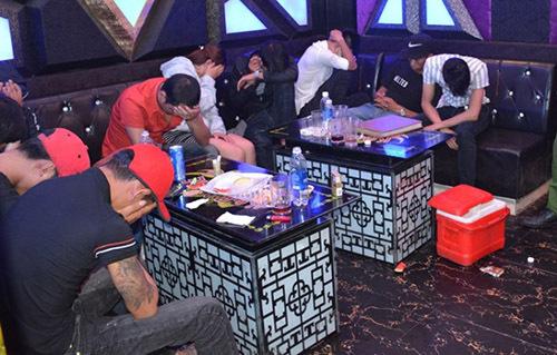 68 nguoi duong tinh voi ma tuy trong quan karaoke