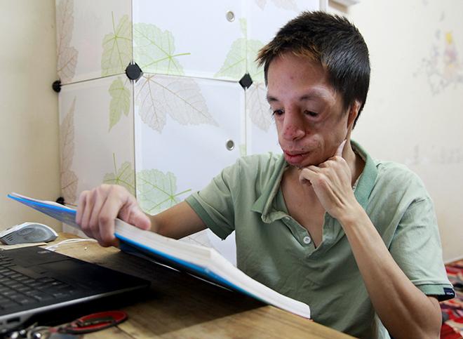 chang trai khong tai chinh phuc con duong lam khoa hoc