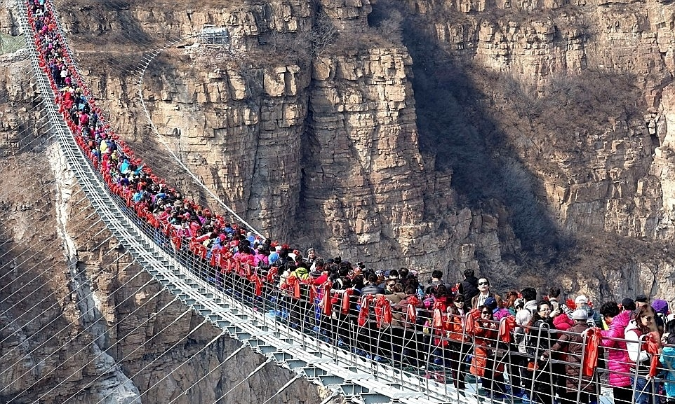 Hàng loạt cầu kính Trung Quốc bị đóng cửa