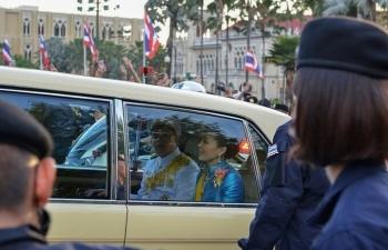 Người biểu tình vây xe chở Hoàng hậu Thái Lan