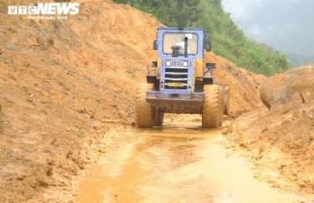 Quảng Nam, Quảng Ngãi sơ tán các hộ dân trong vùng có nguy cơ sạt lở