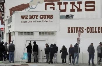 Người California đổ xô mua súng giữa Covid-19