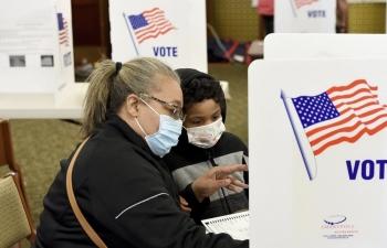 Bầu cử Tổng thống Mỹ: Dòng người bỏ phiếu sớm và những cử tri chưa chắc chắn về lựa chọn