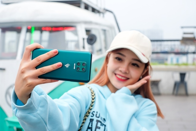 dung thu aris pro smartphone camera an dau tien cua viet nam