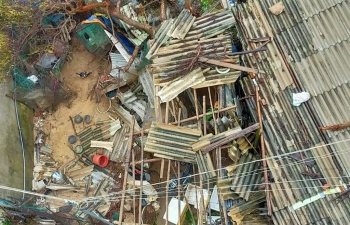 Nhà dân tan hoang sau bão Molave