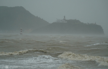 Huy động máy bay tìm kiếm 26 ngư dân mất tích